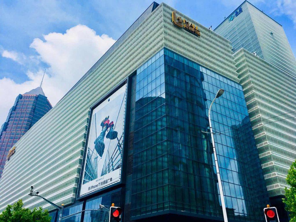 上海東昌路百貨店前