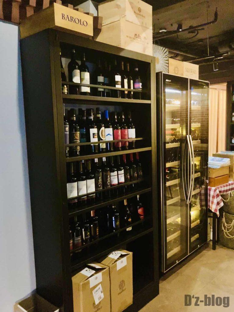 上海ソラーレ2号店赤ワインボトル棚