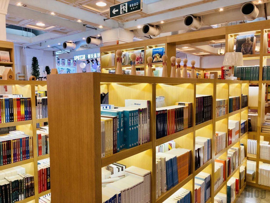 上海外文書店1階本棚