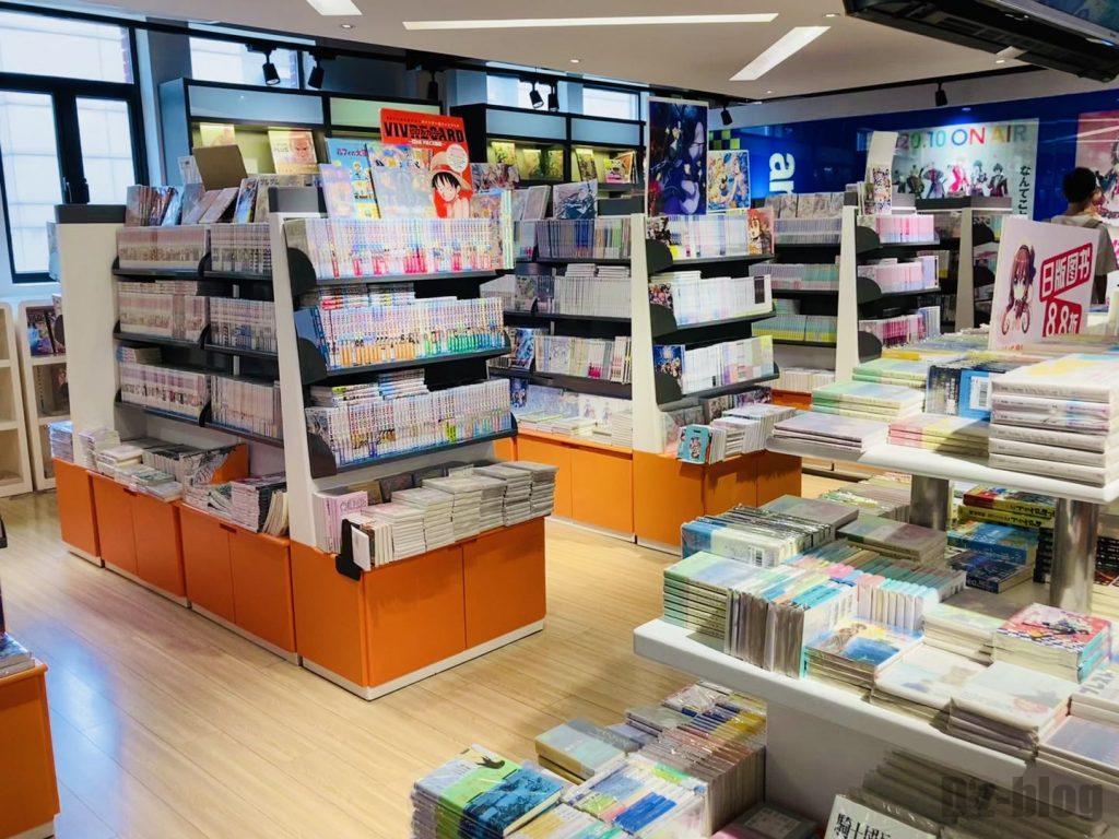 上海外文書店漫画フロア本棚