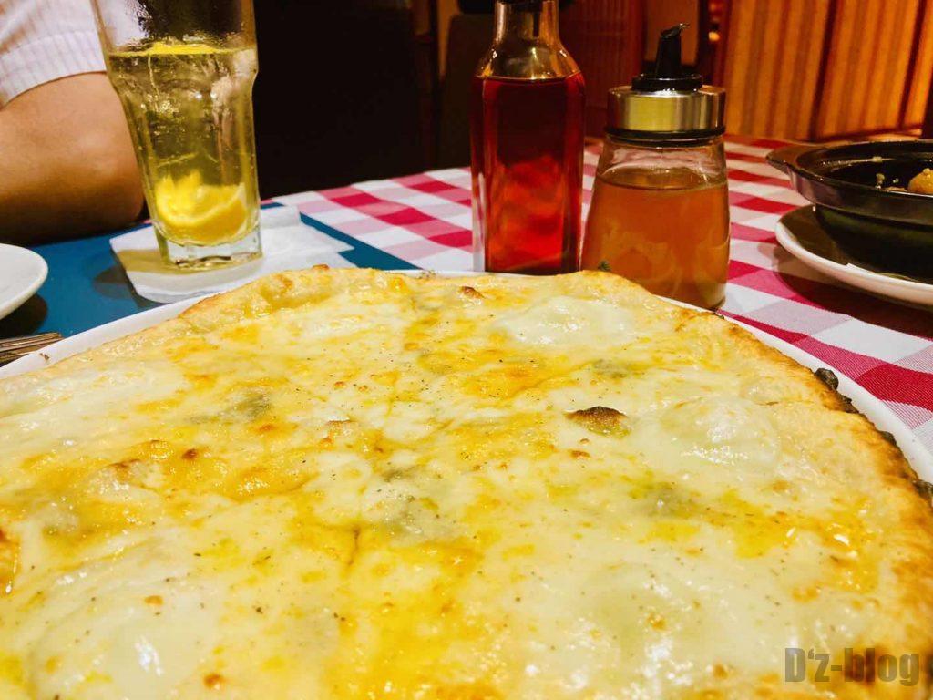 上海ソラーレ2号店4種のチーズピザ