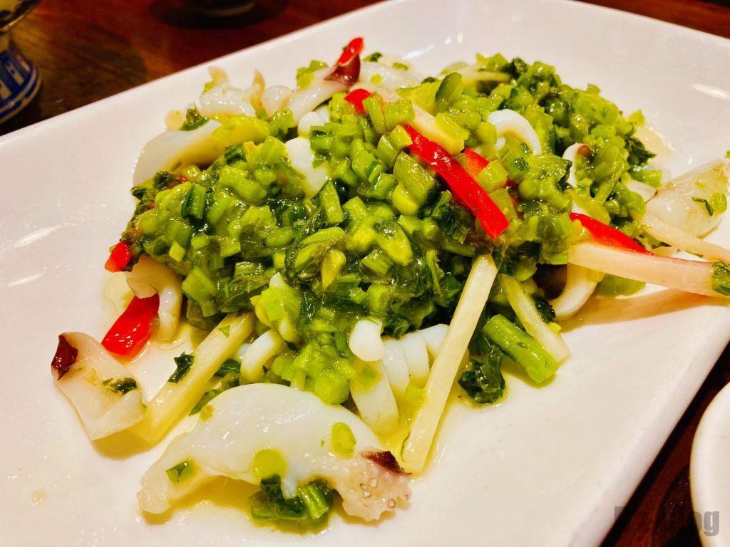 上海孔乙巳高菜とイカの炒め物