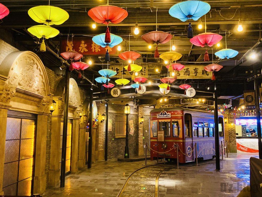 上海1192風情街電車と提灯