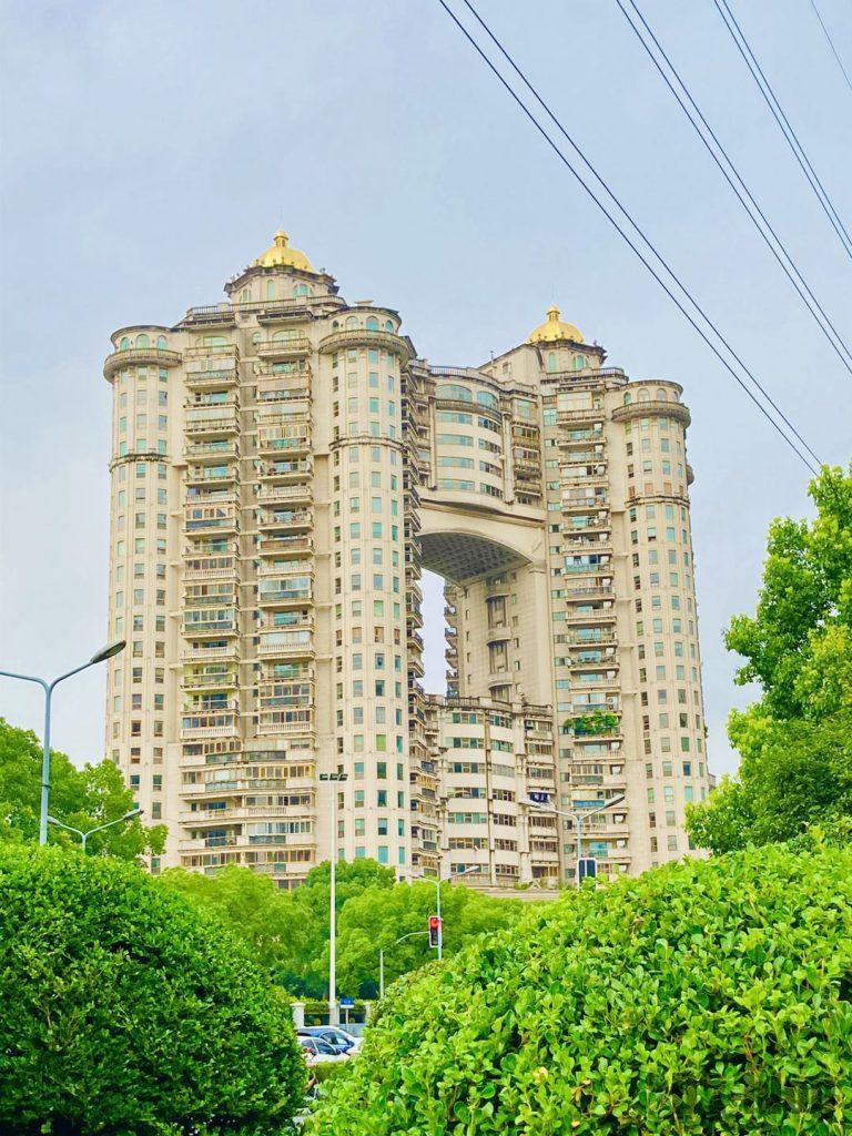 上海黄金城道街から見えるマンション