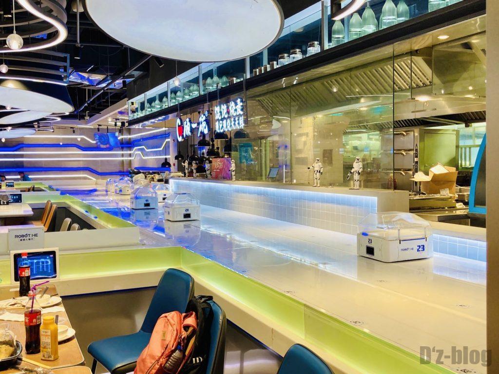 上海ロボットレストラン配膳ロボット