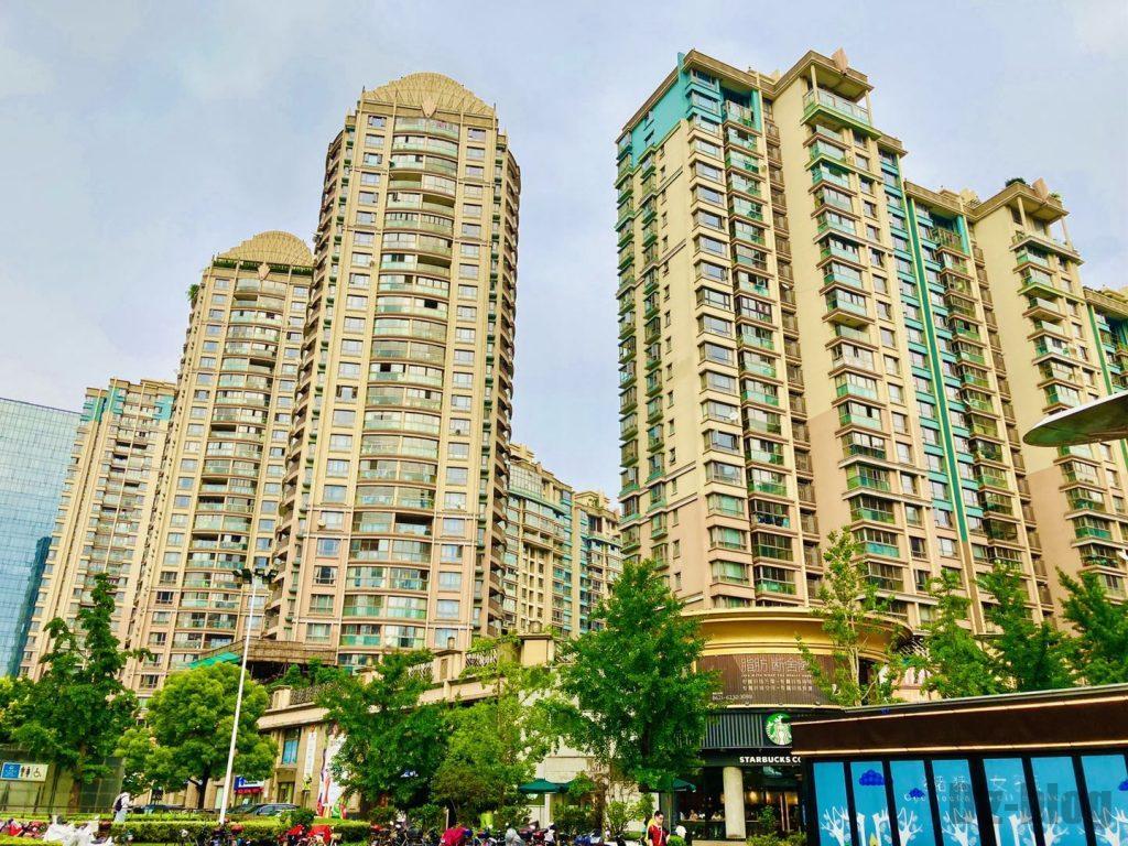 上海黄金城道街から見える高層マンション