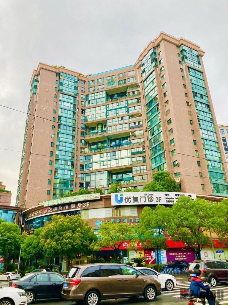 上海黄金城道街向かいに見えるマンション
