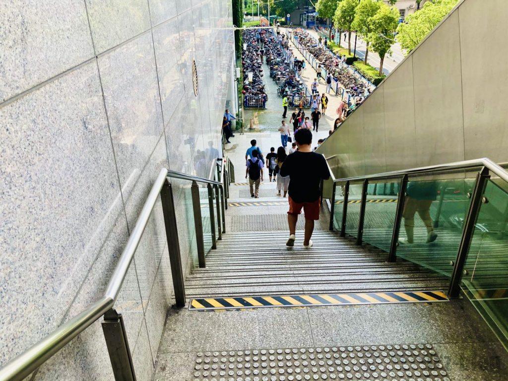 上海南翔駅外階段