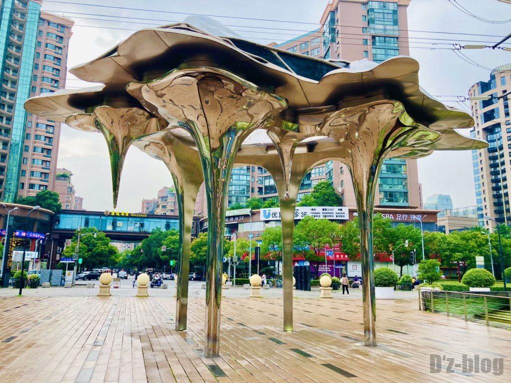 上海黄金城道街にある像