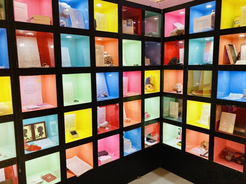 上海失恋博物館思い出の品棚