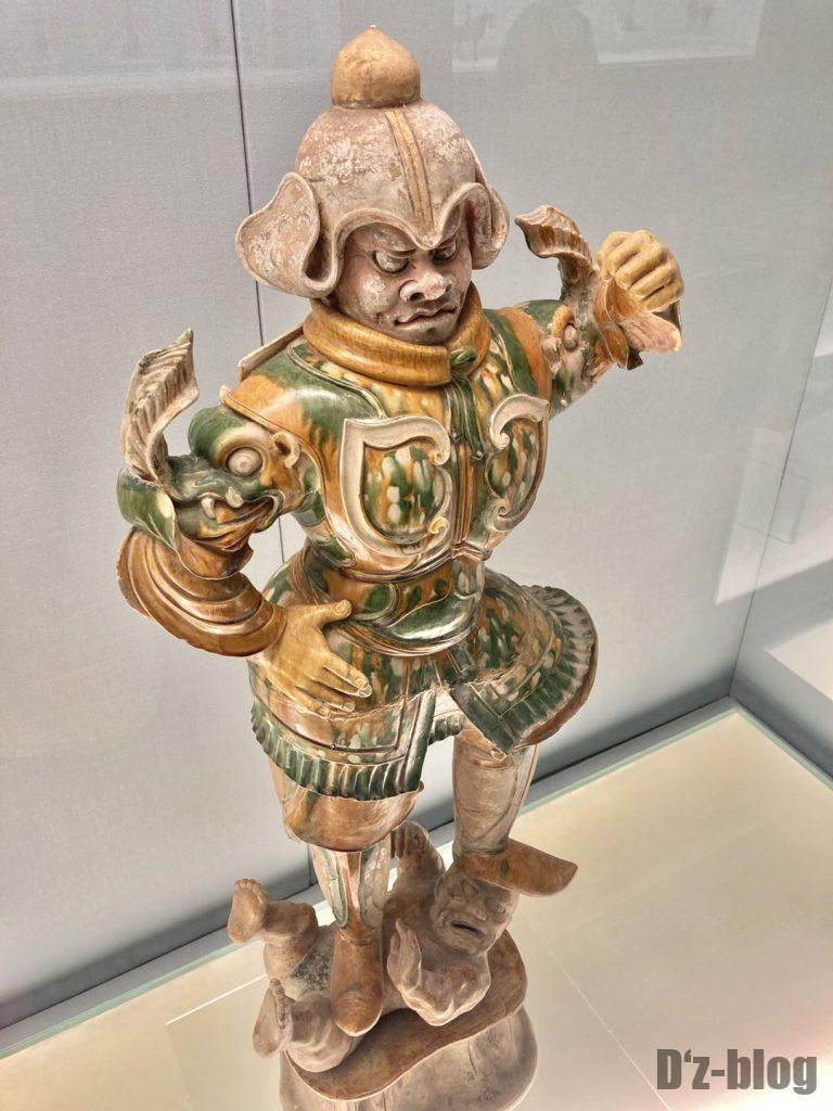 上海博物館人を踏んでいる鬼兵