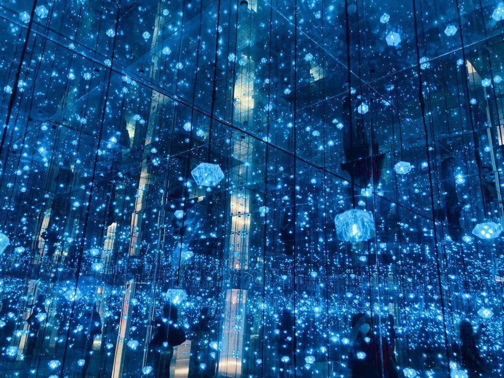 上海失恋博物館ランダムに光る蛍光灯青