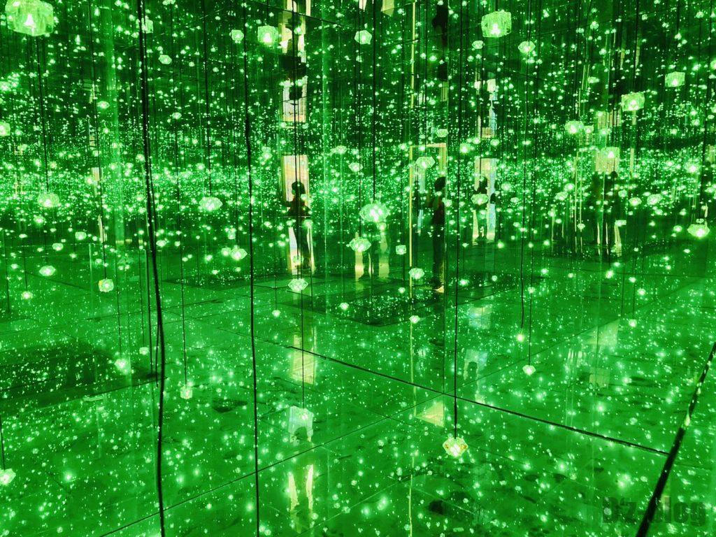 上海失恋博物館心情を表すような蛍光灯