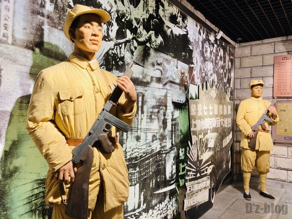 上海公安博物館 銃を持つ警察官マネキン