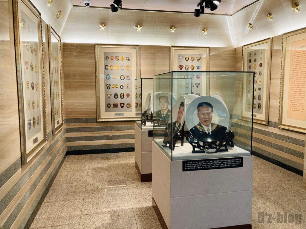 上海公安博物館 名誉警察官の写真皿