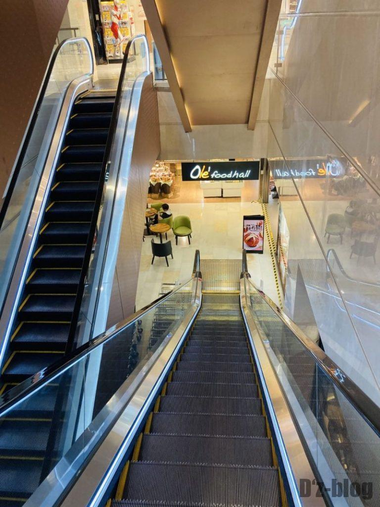 上海新世界大丸百貨店 地下行きエスカレーター