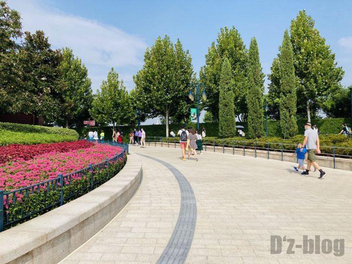 上海ディズニーランド 案内板通りに進む