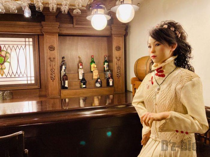上海城市歴史発展陳列館 バーと女性