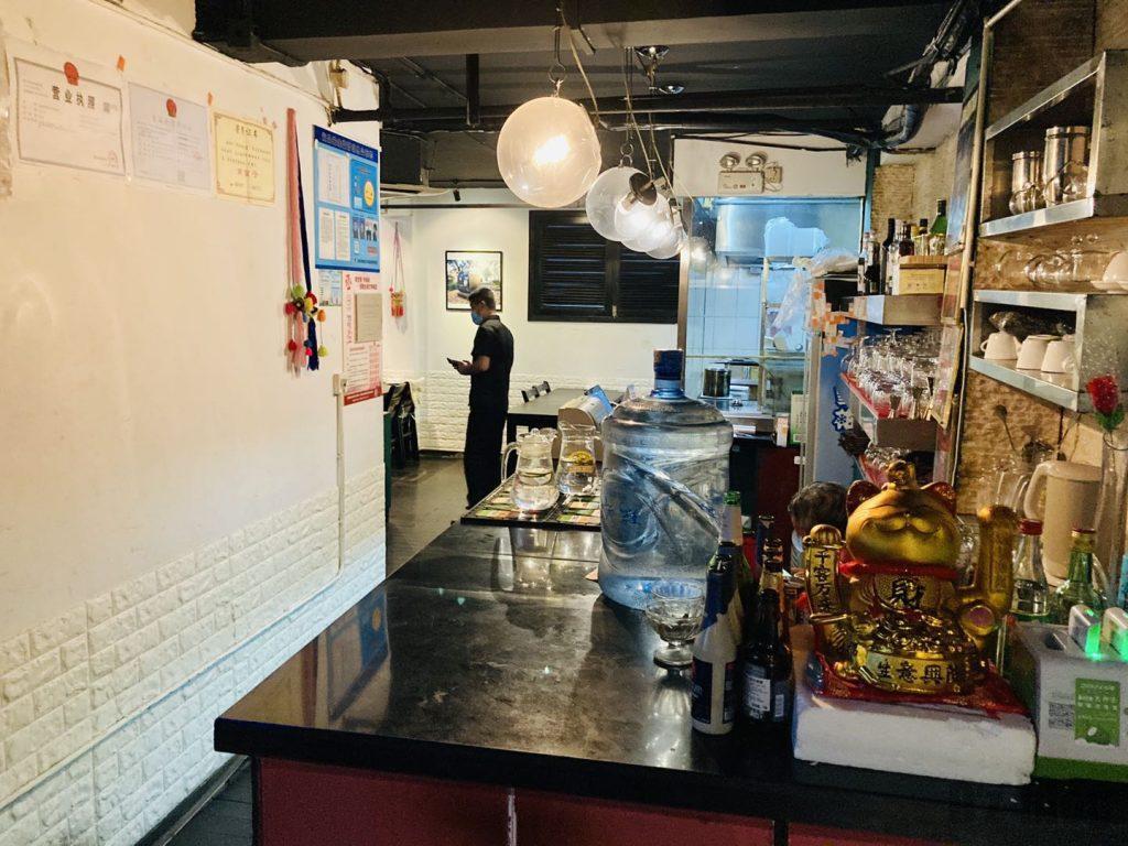 上海南蛮子 店内雰囲気カウンター