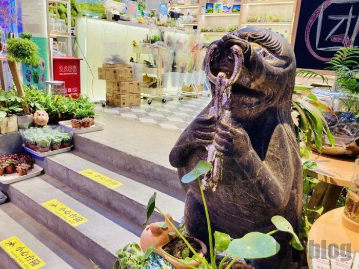 上海大悦城手作りエリア 花屋の銅像ディズプレイ