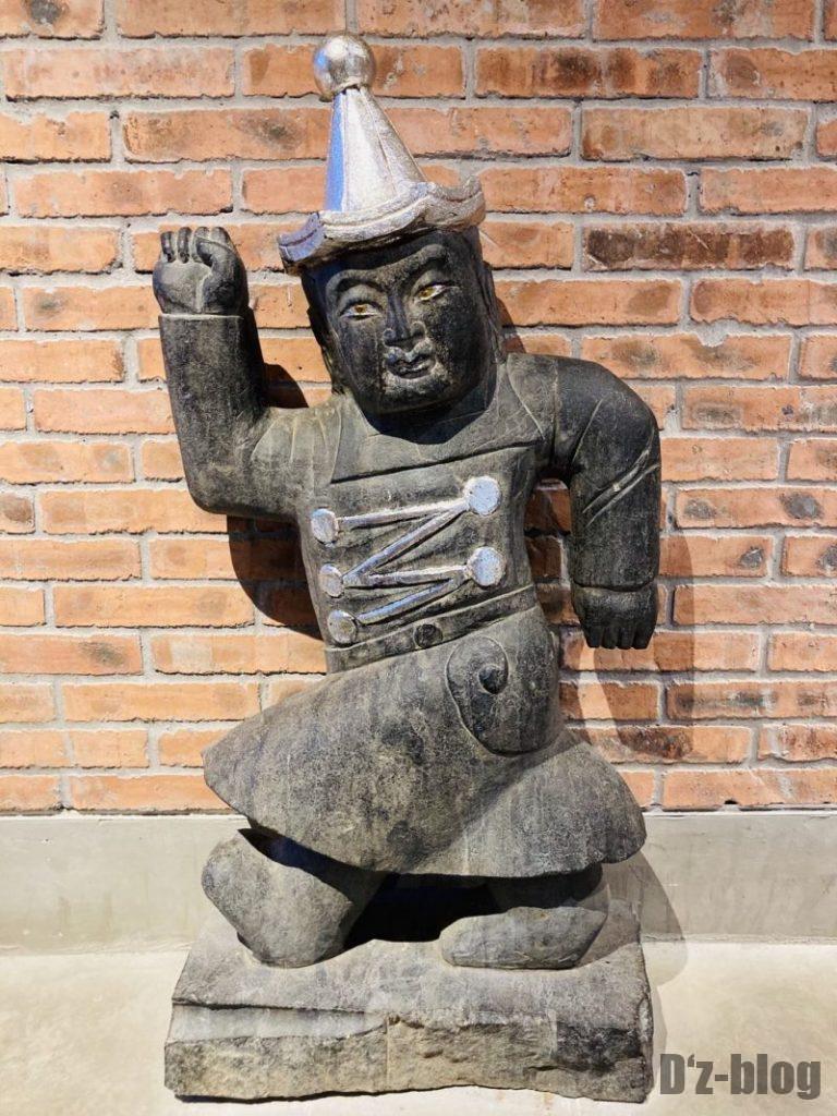 上海大悦城手作りエリア 廊下にある銅像
