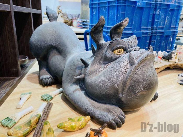 上海大悦城手作りエリア 陶器作品犬
