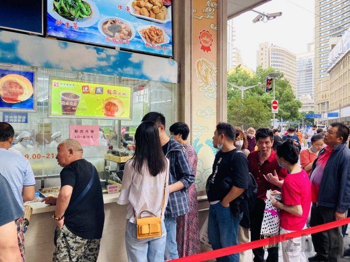 上海南京路歩行街 四店舗目月餅店レジ