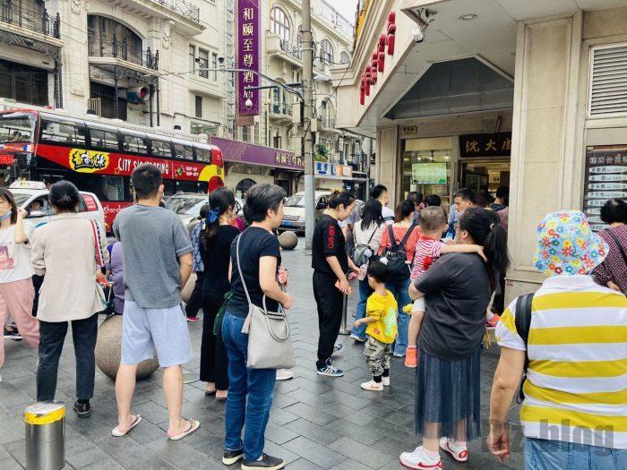上海南京路歩行街 四店舗目行列