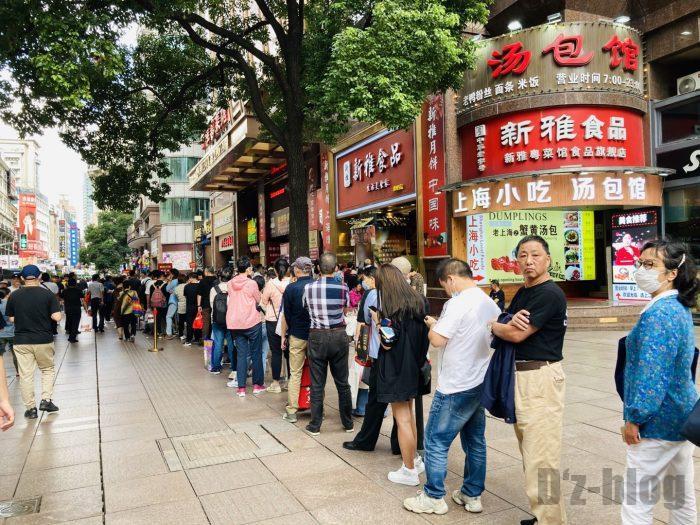 上海南京路歩行街 八店舗目月餅店最後尾