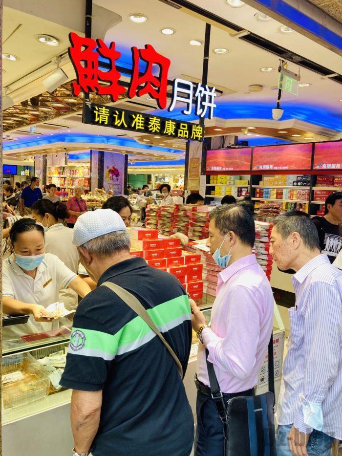 上海南京路歩行街 九店舗目月餅店レジ