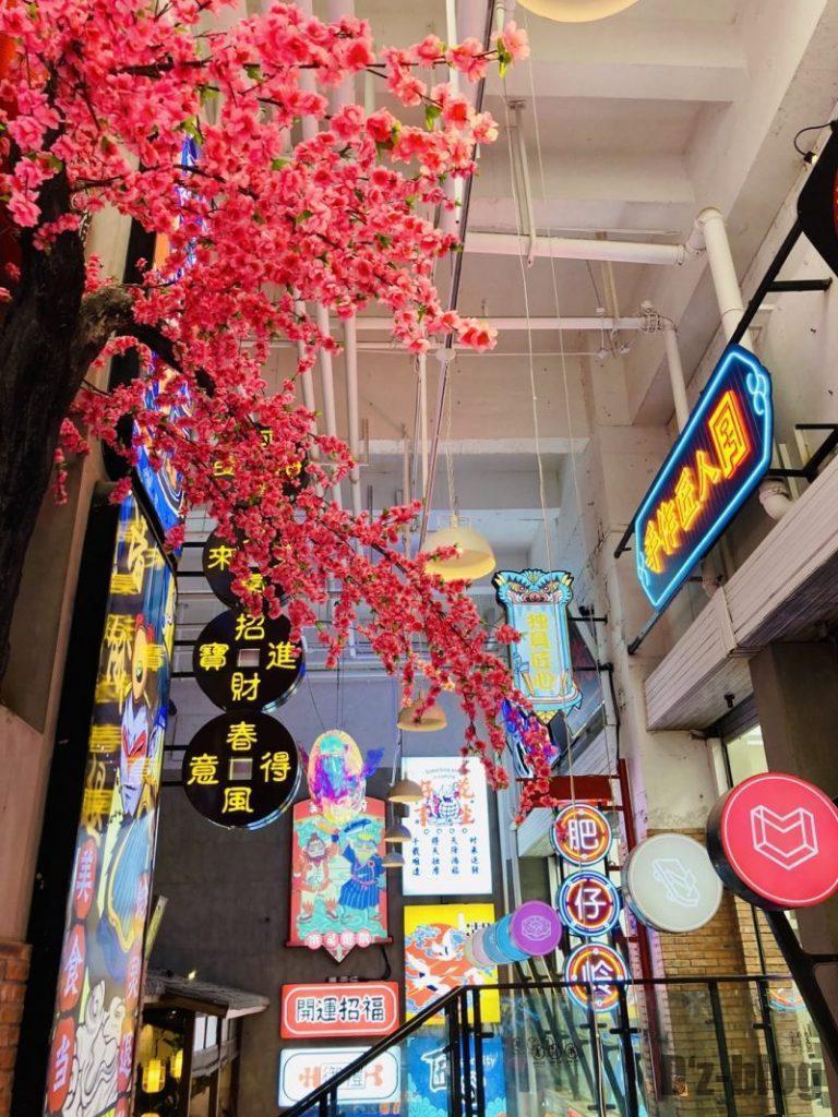 上海大悦城 霓虹街 エリア内階段からの目線