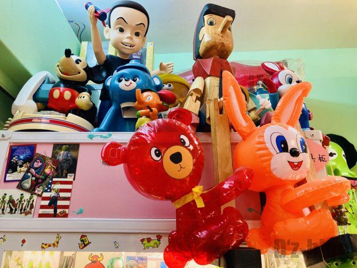 上海大満商店 ufoキャッチャー上のフィギア