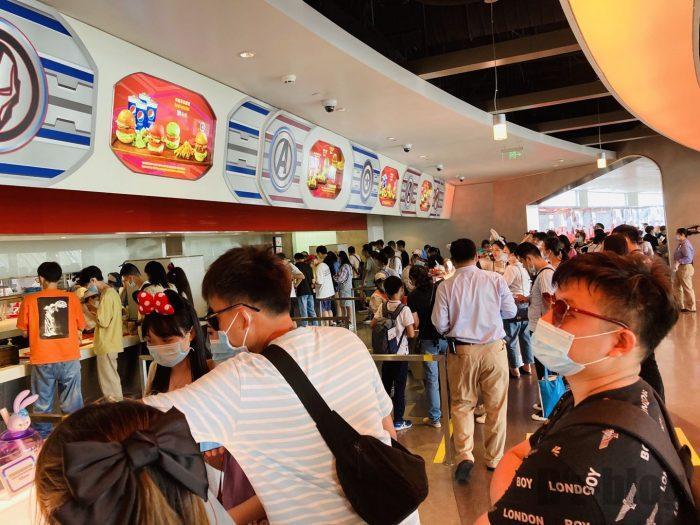 上海ディズニーランドスターゲイザーグリル店内人混み