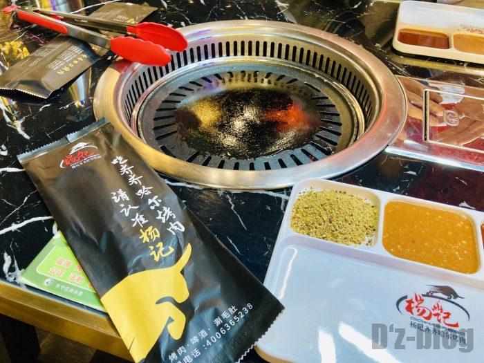 上海杨记齐齐哈尔烤肉.テーブルセット