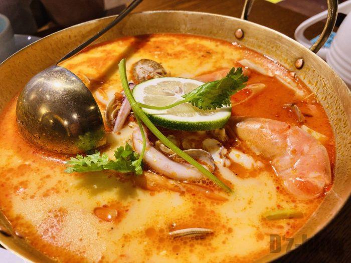 トムヤンクンシーフードスープ