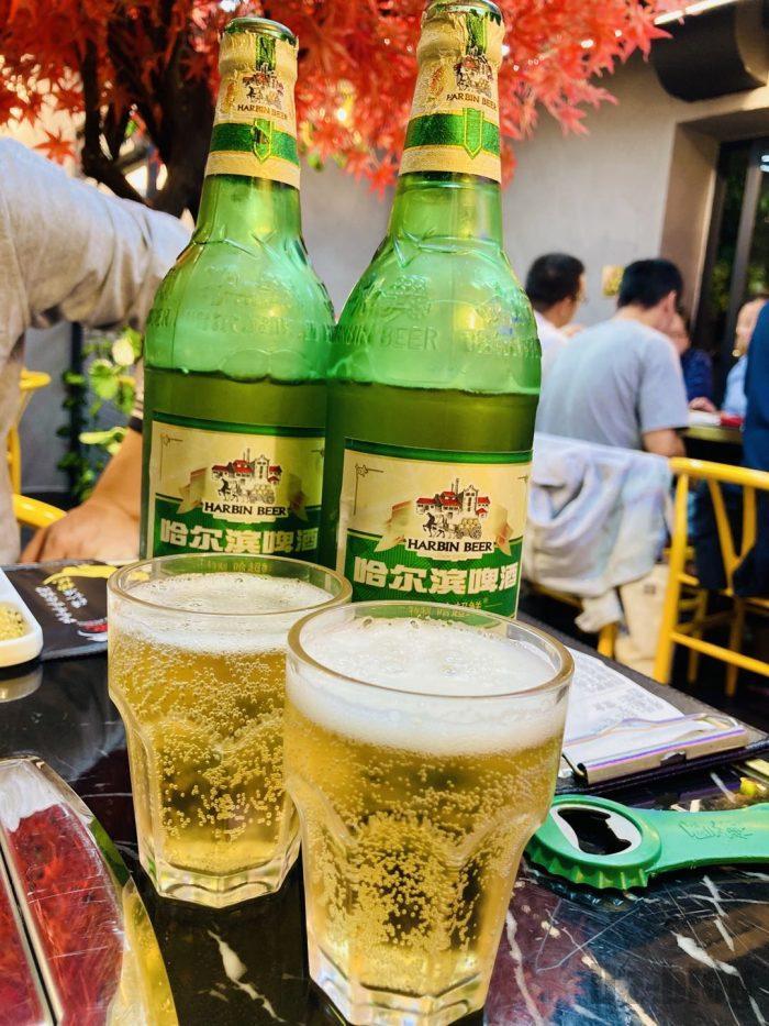 上海杨记齐齐哈尔烤肉.ハルビンビール