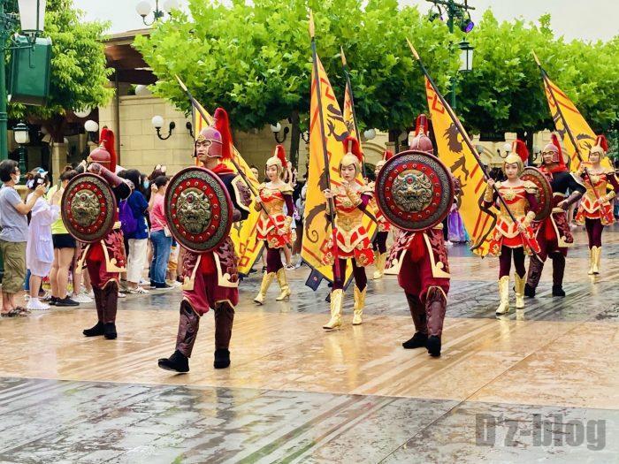 上海ディズニーランド午前パレード三国志踊り子