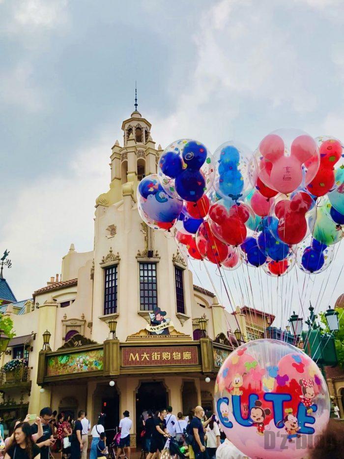 上海ディズニーランドMお土産屋と風船