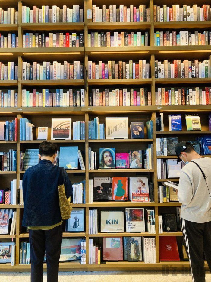 杭州TSUTAYA書店撮影雑誌本棚