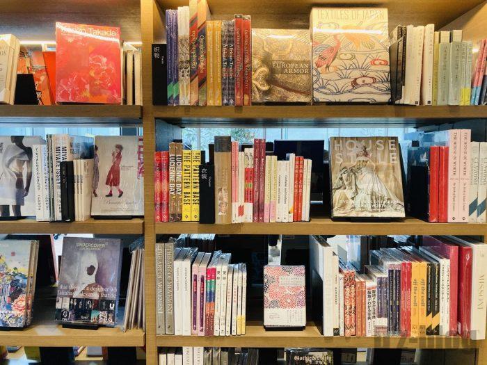 杭州TSUTAYA書店撮影とファッション雑誌のフロア本棚