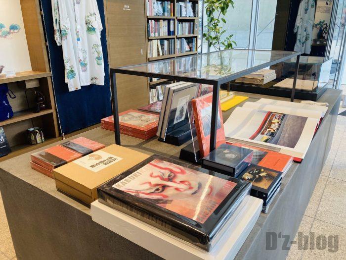 杭州TSUTAYA書店芸術フロア歌舞伎写真集