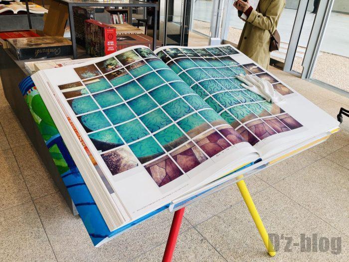 杭州TSUTAYA書店芸術フロア特大写真集手袋着用