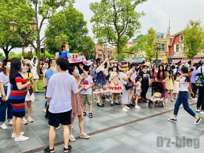 上海ディズニーランドパーク内入り口付近