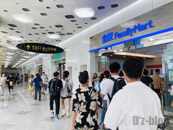 上海ディズニーランド駅出口方向