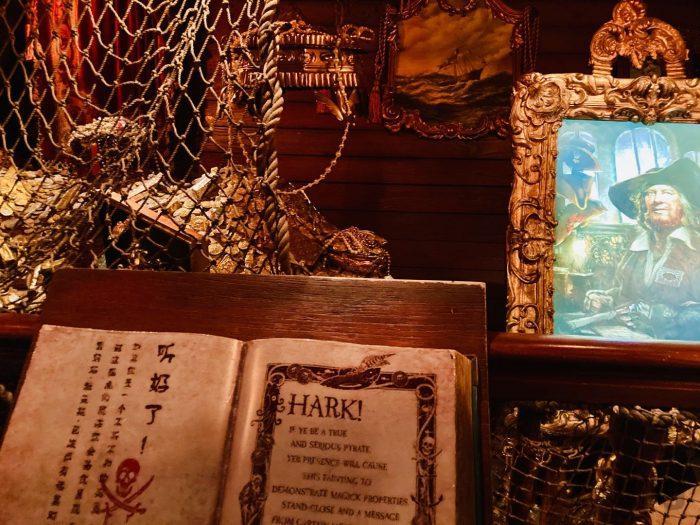 上海ディズニーランド海賊船内動く肖像画