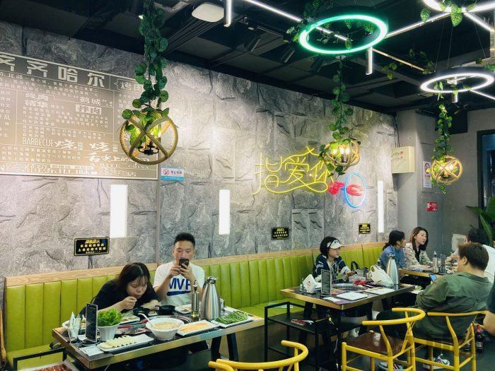 上海杨记齐齐哈尔烤肉.店内一階