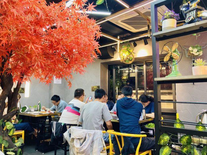 上海杨记齐齐哈尔烤肉.店内二階他席