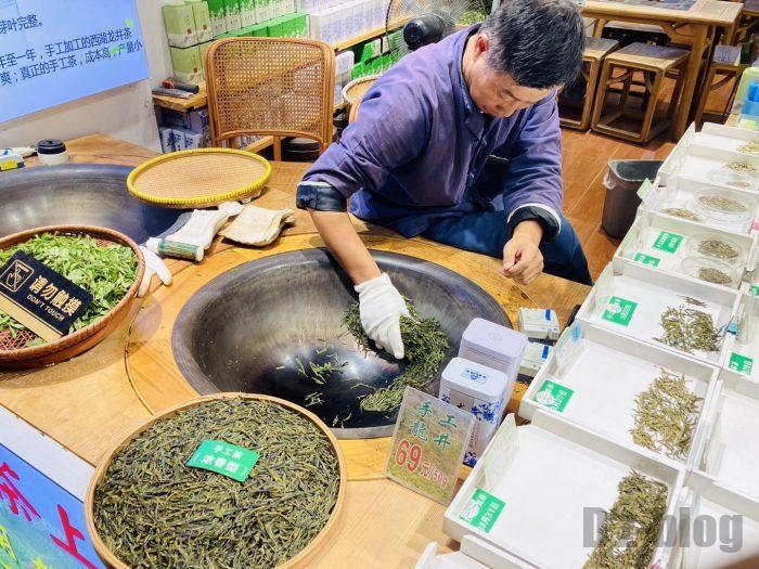 杭州清河坊小店龍井茶店お茶煎り