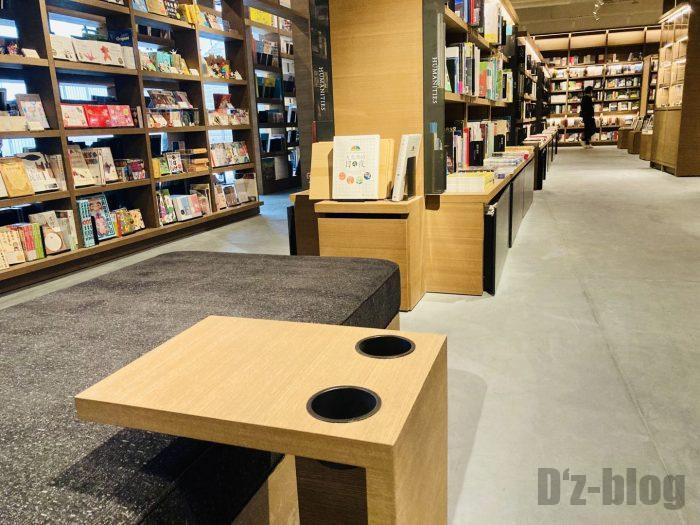 杭州TSUTAYA書店地下一階フロアカップ置き場