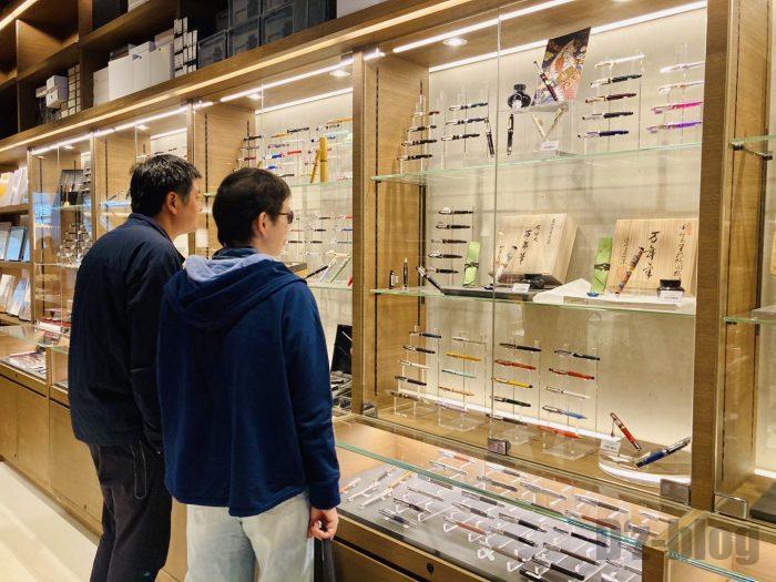 杭州TSUTAYA書店地下一階フロア万年筆